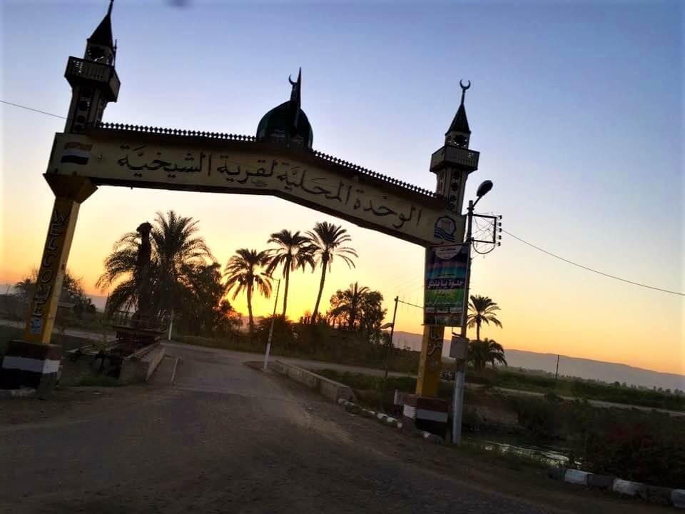 Egyiptom, luxor, utca, pálmafák, nyaralás,rovásírás, naplemente