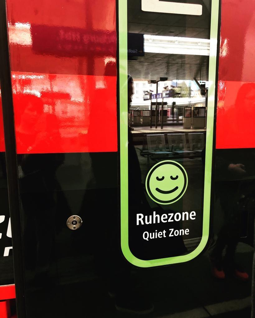 Railjet vonat, Ruhezone, csendes fülke vagon ajtaja a Ruhezone Quiet Zone felirattal.