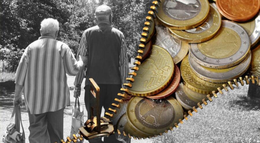 Egy idős pár háttal, karöltve mennek. Látszik rajtuk, hogy kevés pénzük van, szegények. A kép másik oldalán egy cipzáras pénztárca nyitva, tele apró pénzzel. A szegény nyugdíjasoknak csak aprópénzük van.